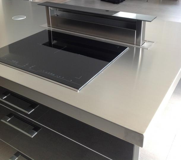 cuisine inox ilot central en inox sur mesure r gion parisienne. Black Bedroom Furniture Sets. Home Design Ideas